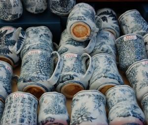 Eleganckie kubki ręcznie zdobione w misterne wzory