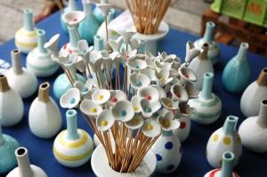 Porcelana nowoczesna - wazony i porcelanowe kwiaty