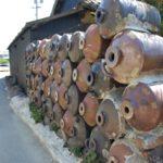 Ogrodzenie wykonane z nieudanych butelek do shochu (sake) - recycling czy sztuka?