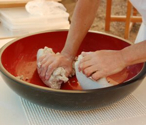 Ugniatanie ciasta z maki gryczanej